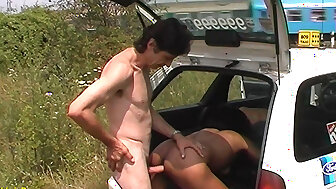 Negro milf fucked hard by taxi-cub scullery-maid back be able a Waterloo