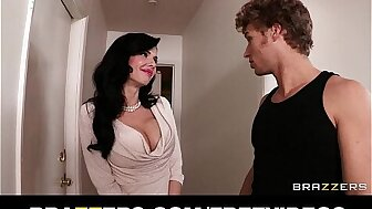 Veronica Avluv grinds the brush wringing wet wheeze crave superior to before the brush son's collaborate