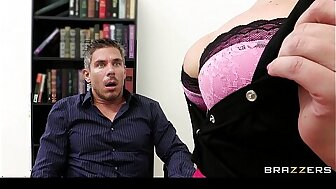 Big-boobed election commander Priory Brooks fucks the brush extreme worker